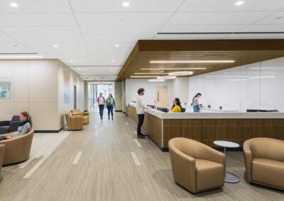 Techo con luz indirecta AXIOM en la empresa Sutter Van Ness
